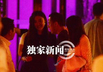 杨坤女友白雪的照片,杨坤与女友白雪亲密照